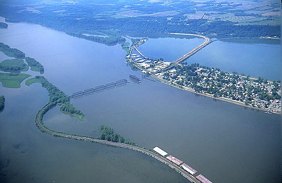 Fulton (IL) United States  City pictures : ... photo of Swing Bridge & Barge, Fulton, Illinois, IL United States
