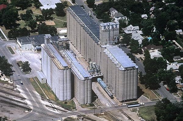 Newton (KS) United States  city photos gallery : ... photo of Grain Terminal, US Hy 50, Newton, Kansas, KS United States